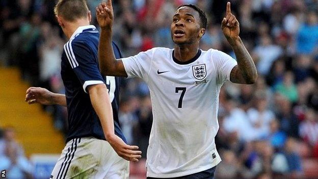 HLV Hodgson chon Sterling thay Walcott tai World Cup 2014 hinh anh