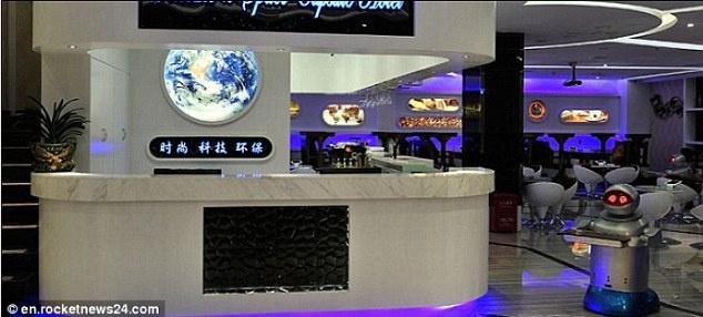 Robot lam nhan vien nha hang o Trung Quoc hinh anh 6 Khách sạn Pengheng Space Capsules ở tỉnh Thâm Quyến cũng sử dụng robot làm nhân viên lễ tân, gác cửa và bồi bàn.