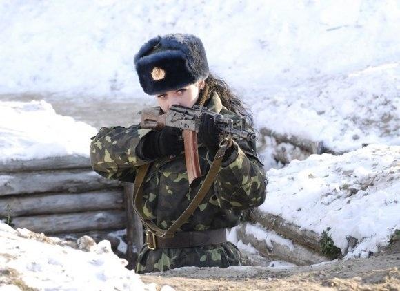 Ky uc chien tranh tham khoc cua nu binh si Ukraine hinh anh