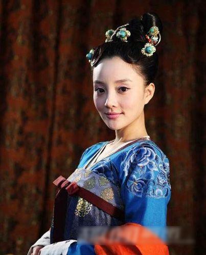 Phan doi dang do cua cung nu Trung Quoc hinh anh 1 a