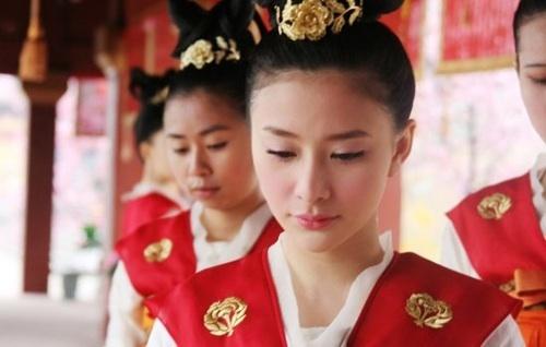Phan doi dang do cua cung nu Trung Quoc hinh anh