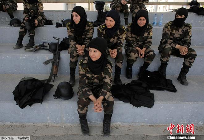 Nữ vệ sĩ của tổng thống Palestine