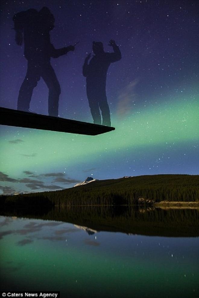 Canh dep nhu tranh tren trai dat trong loat anh tu suong hinh anh 8 Một bức ảnh khác về Cực quang trên hồ Herbert trong Vườn Quốc gia Banff, tỉnh Alberta, Canada.