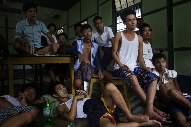 Ket cuc bi tham cua nhung nguoi san tim ngoc thach hinh anh 8 Bệnh nhân cai nghiện xem tivi trong trung tâm