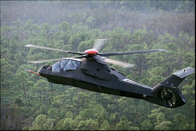 Phần mũi trực thăng lắp  hệ thống cảm biến tiên tiến kết hợp với hệ thống mũ bay tích hợp.