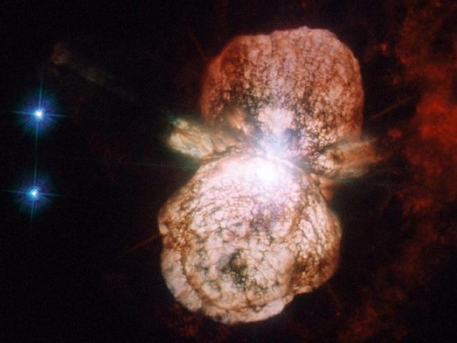 Nguoi bi quan so tan the vi sao khong lo sap no hinh anh 2 Ngôi sao Eta Carinae trong một ảnh do kính thiên văn không gian Hubble chụp. Ảnh: