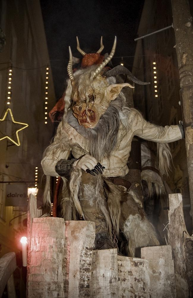 Ác quỷ Krampus trong phong tục đón Giáng sinh của người Áo. Ảnh: