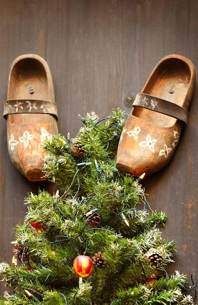 Người Pháp treo giày trong các dịp Giáng sinh để nhận quà từ ông già Noel. Ảnh: