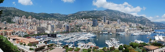 Cuoc song giau sang o dat nuoc nho thu nhi the gioi hinh anh 1 Công quốc Monaco là quốc gia nhỏ thứ hai thế giới với Vatican là quốc gia nhỏ nhất thế giới. Tổng diện tích của Monaco là 1,98 km2. Đất nước này có ba mặt tiếp giáp với Pháp, mặt còn lại giáp với Địa Trung Hải.