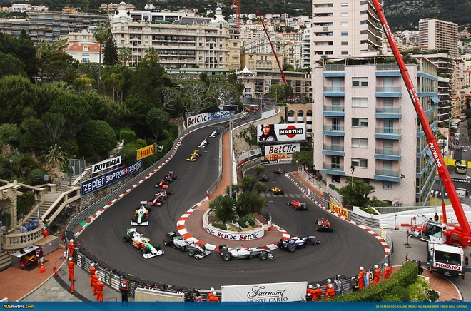Cuoc song giau sang o dat nuoc nho thu nhi the gioi hinh anh 3 Monaco Grand Prix là một trong những cuộc đua nổi tiếng nhất thế giới. Nhiều chuyên gia đánh giá Monaco là chặng F1 hay nhất thế giới. Các tay đua sẽ cùng thi đấu trên các đường phố của Monaco. Nhiệm vụ của họ là vượt qua các góc hẹp, khúc cua khó trên đường hay những đường hầm nổi tiếng và khó khăn nhất.  Ayrton Senna, tay đua công thức 1 nổi tiếng người Brasil vẫn đang giữ kỷ lục chiến thắng trên đường đua này.