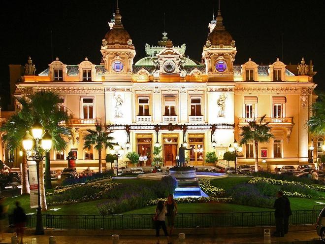 Cuoc song giau sang o dat nuoc nho thu nhi the gioi hinh anh 5 Casino ở Monte Carlo là một trong những điều khiến Monaco trở nên nổi tiếng. Tuy nhiên, các công dân không có quyền đánh bạc, thậm chí vào casino.