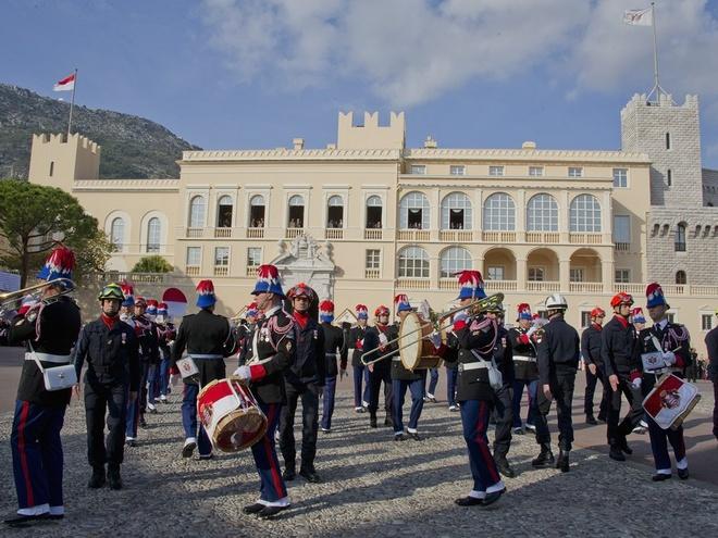 Cuoc song giau sang o dat nuoc nho thu nhi the gioi hinh anh 2 Hiến pháp năm 1911 quy định Monaco là một nước quân chủ lập hiến với hoàng tử là quốc trưởng. Hoàng thân Albert II, kế vị từ năm 2005, đang giữ chức nguyên thủ quốc gia.