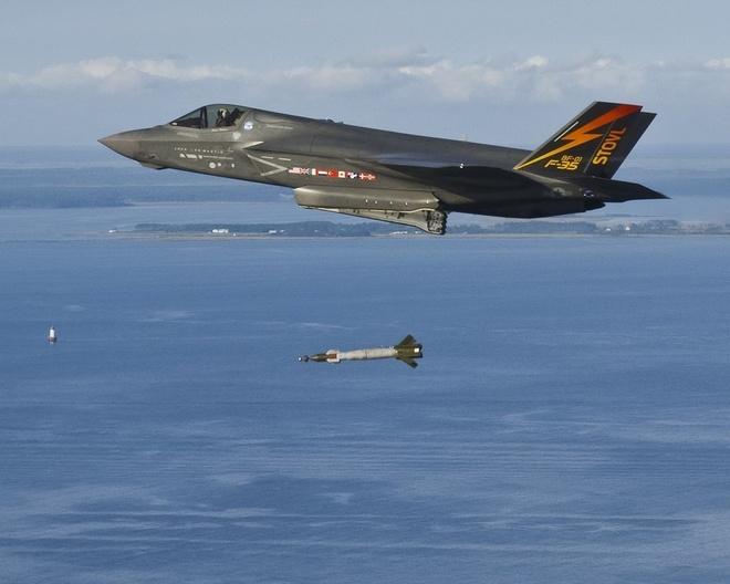 Tiem kich F-35 thu nghiem vu khi hinh anh