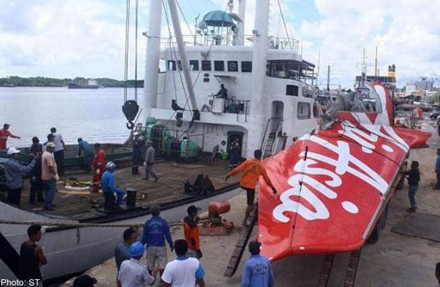 Tim thay thi the phi cong QZ8501 hinh anh 2