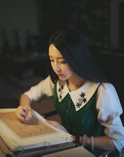 Nu hoa si co ve dep nhu tranh hinh anh 3 Những tác phẩm hội họa của Lý Hiểu Lâm