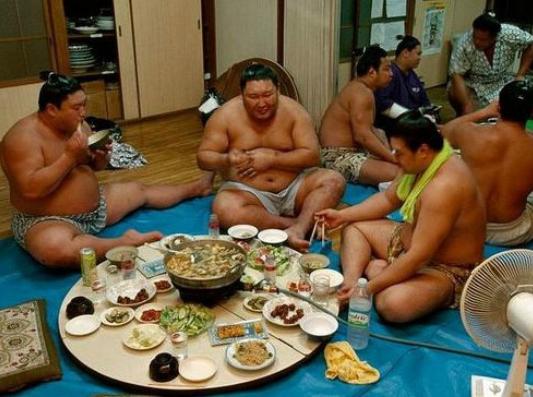 Cuoc song cua cac vo si sumo Nhat Ban hinh anh 4
