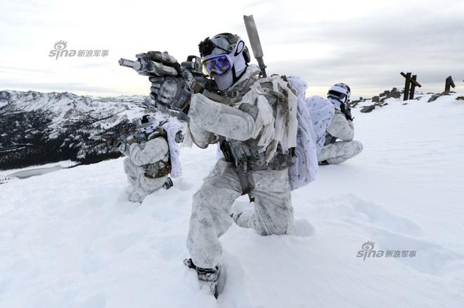 Dac nhiem SEAL pho dien ky nang tren tuyet hinh anh