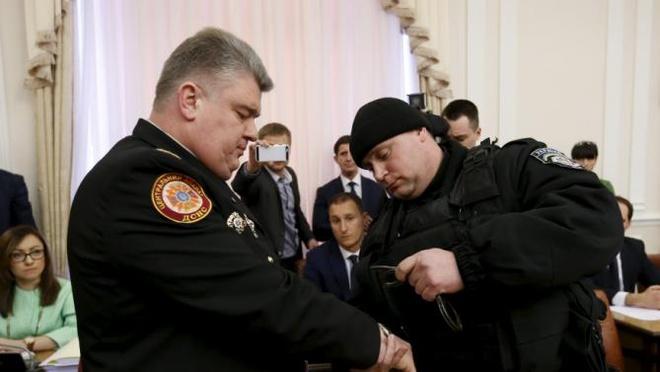 Ukraine bat quan chuc cap cao trong cuoc hop noi cac hinh anh