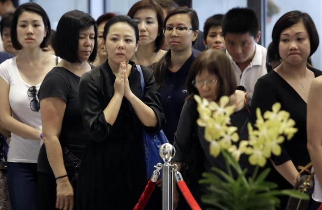 Dan Singapore cho toi 10 gio de vieng Ly Quang Dieu hinh anh