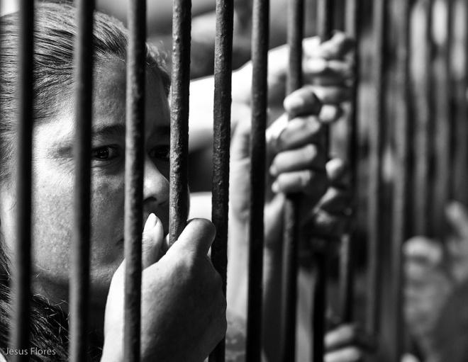 Nan tong tien, ep tu nhan ban dam trong cac trai giam nu hinh anh 1 Nữ tù nhân bị tống tiền, lạm dụng tình dục và thậm chí ép buộc bán dâm. Ảnh: Internet
