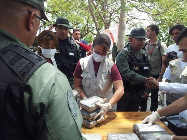 May bay cho 999 kg cocaine roi o Venezuela, 3 nguoi chet hinh anh