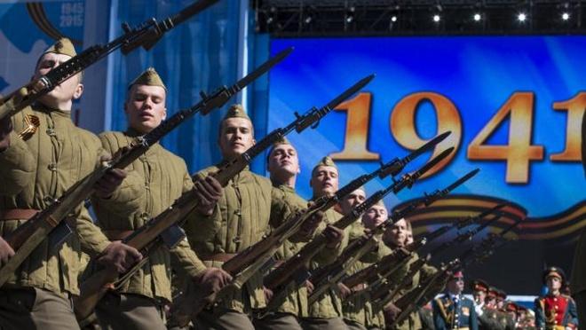 Ngay Chien thang nang cao tinh than nguoi Nga hinh anh 1 Binh sĩ Nga mặc quân phục thời Thế chiến II