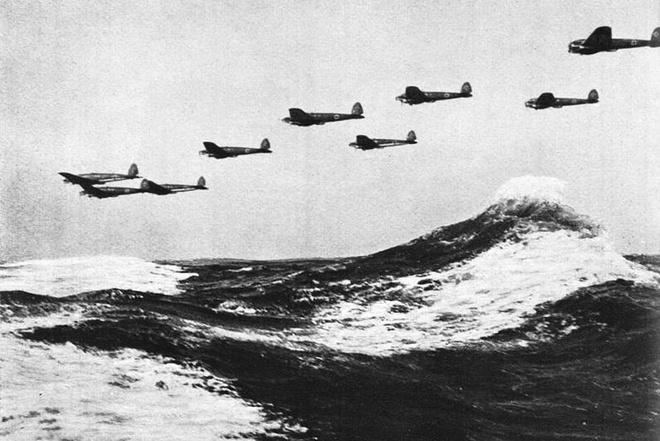 Tran thua dau cua phat xit Duc tren bau troi Anh hinh anh 2 Máy bay ném bom tầm thấp Heikel He 111 của Đức bay liệng trên không phận kênh đào Anh.