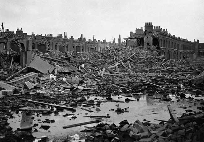 Tran thua dau cua phat xit Duc tren bau troi Anh hinh anh 8 Khung cảnh hoang tàn tại Dockland, London sau trận dội bom của Đức.