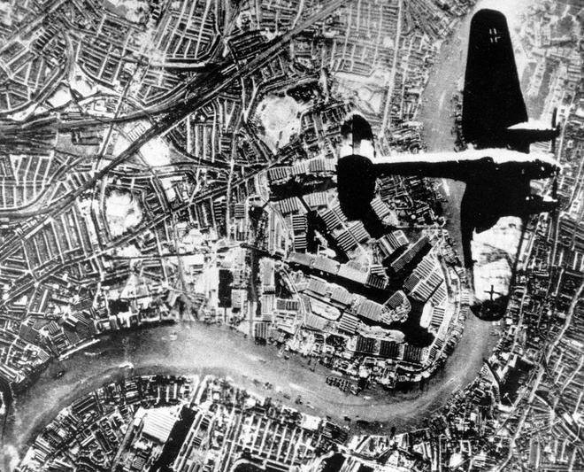 Tran thua dau cua phat xit Duc tren bau troi Anh hinh anh 7 Máy bay thả bom Heinkel He 111 của Đức dàn quân trên không phận London.
