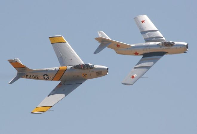 Cuoc cham tran MiG-15 va F-86 tren bau troi Trieu Tien hinh anh