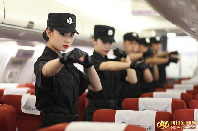 Nu sinh vien hang khong tap Vinh Xuan Quyen hinh anh