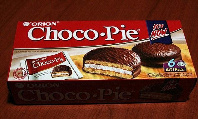 Trieu Tien doi pho Han Quoc tren 'mat tran' banh Choco Pie hinh anh