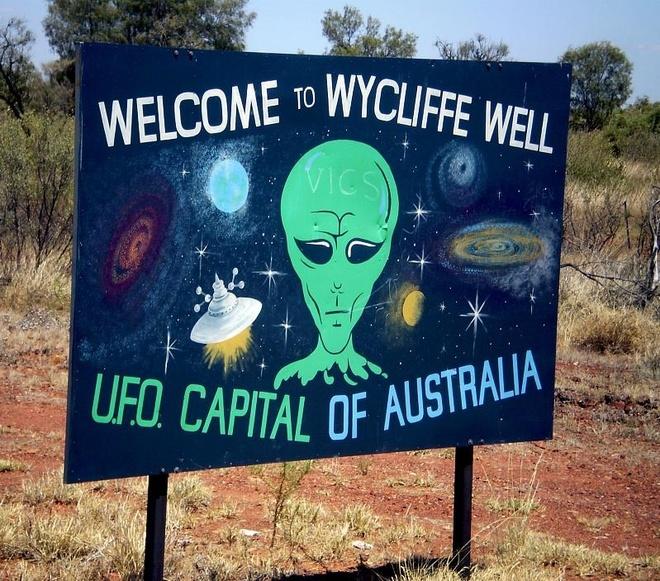 Ben trong 'thu do UFO' o Australia hinh anh