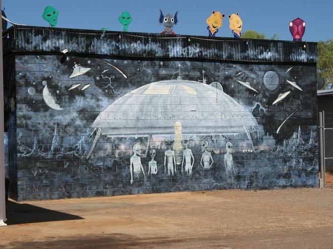 Ben trong 'thu do UFO' o Australia hinh anh 4