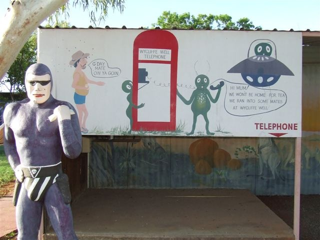 Ben trong 'thu do UFO' o Australia hinh anh 9