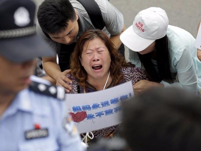 Than nhan MH370 khong cong nhan tin Malaysia cong bo hinh anh