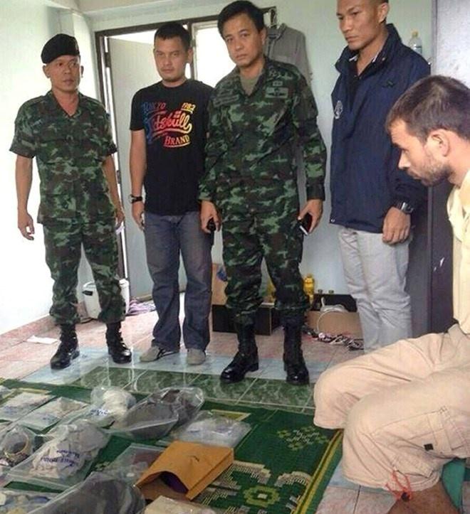 Canh sat Thai bat nghi pham danh bom nho theo doi dien thoai hinh anh 1