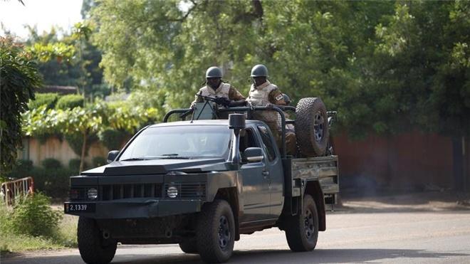 Quan doi Burkina Faso giai giap luc luong dao chinh hinh anh
