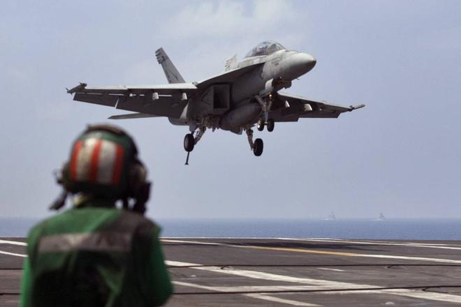 Thong diep tu cuoc tap tran cua My, An, Nhat hinh anh 1 Một chiến đấu cơ Mỹ đáp xuống sàn của tàu sân bay