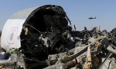 Tong thong My nghi may bay Nga roi vi bom hinh anh 1 Những mảnh vỡ của máy bay Airbus A321-200 tại bán đảo Sinai của Ai Cập. Ảnh: Reuters