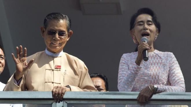 Myanmar chua the thoat khoi bong cua quan doi sau bau cu hinh anh