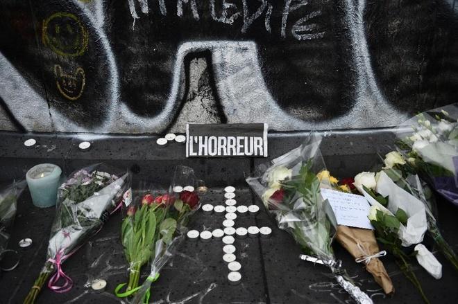 Ho chieu Syria trong vu khung bo Paris la cua nguoi ti nan hinh anh 1