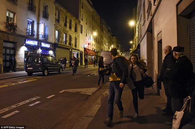 Dan Phap chay loan khi tuong niem o Paris vi nghi xa sung hinh anh 5