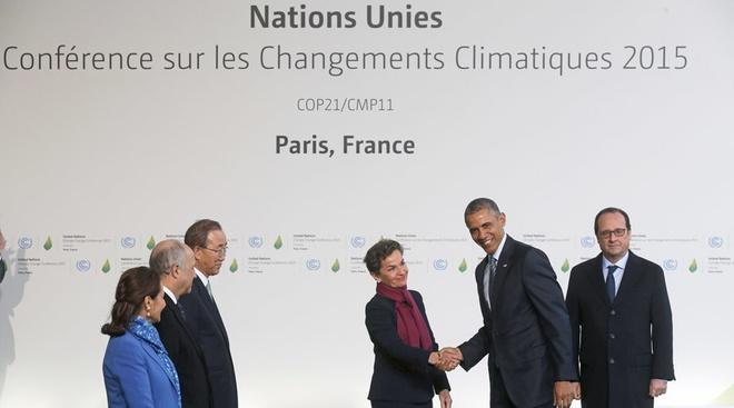 Thong qua du thao thoa thuan ngan bien doi khi hau o COP21 hinh anh 1 Lãnh đạo các nước tham dự Hội nghị COP21 tại Paris, Pháp. Ảnh: Reuters