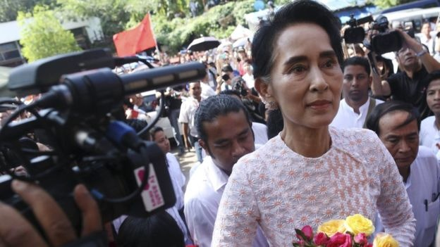 Cuu lanh dao quan su Myanmar hua ho tro ba Aung San Suu Kyi hinh anh