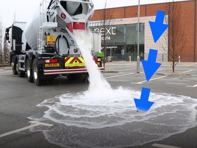 Đầu năm nay, công ty vật liệu xây dựng Tarmac của Anh giới thiệu loại bê tông thần kỳ có thể hút gần 4.000 lít nước trong một phút. Đây được coi là giải pháp hữu ích khi xảy ra lũ lụt, đặc biệt ở những vùng dễ bị ngập nước.  Bê tông Topmix được làm từ vật liệu phủ siêu thấm, các lỗ nhỏ trên bề mặt có chức năng thấm hút nước một cách nhanh chóng. Topmix hiện được sử dụng tại một sân golf và một bãi đỗ xe ở Anh.