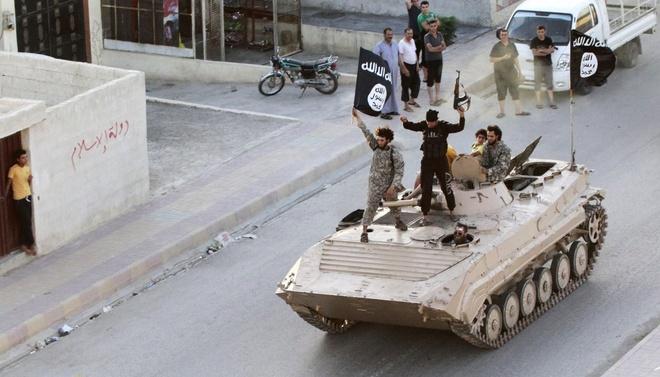 IS co the chiu thiet hai tu chinh sach thue hinh anh 2 Các tay súng cực đoan chiếm giữ nhiều khu vực ở Raqqa, Syria. Ảnh: Reuters