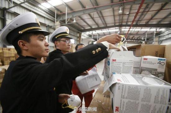Nguoi Trung Quoc lo au ve khau trang gia hinh anh 1 Khẩu trang 3M giả bị tịch thu tại Trung Quốc. Ảnh: Weibo