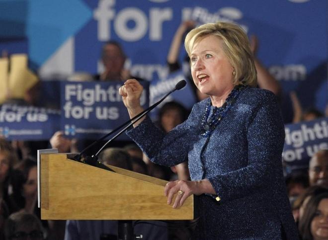 Hillary Clinton quyet xoa so IS neu dac cu tong thong hinh anh 1 Bà Hillary Clinton phát biểu
