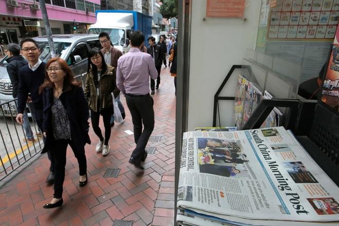Tham vong cua Alibaba qua viec mua bao SCMP hinh anh 1 The South China Morning Post là báo có ảnh hưởng lớn nhất ở Hong Kong. Ảnh: AP